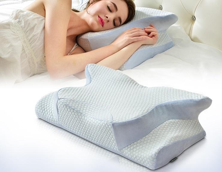 ▲法國Casa Belle 3D護頸人體工學紓壓涼感記憶好夢枕1入,特價2280,再送抱枕。能同時照顧側睡需求的枕頭不多,睡過好枕頭身體最知道。(圖片來源:Yahoo購物中心)