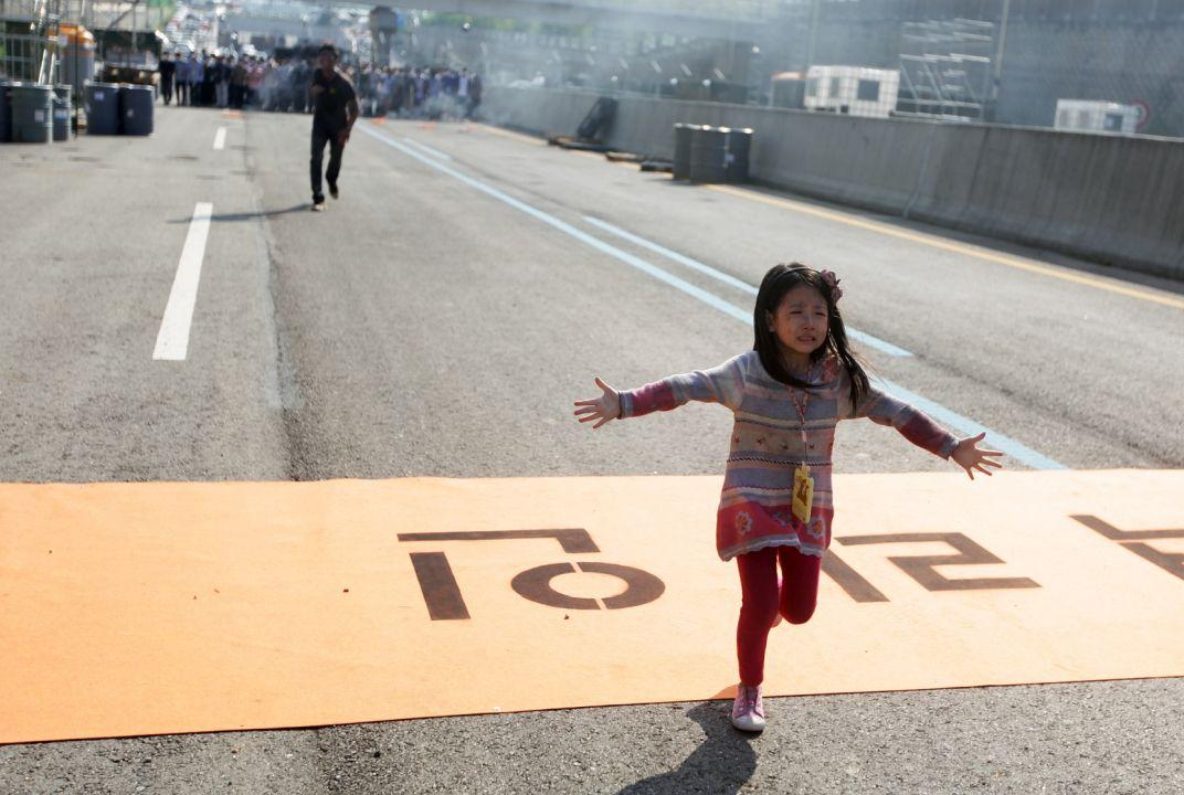 小女孩遭隔離 與母親分隔兩地