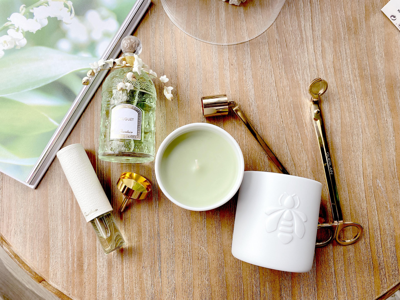 由柔軟的綠蠟搭配精緻的白色餅乾瓷罐,交織出清新純淨的設計風格。
