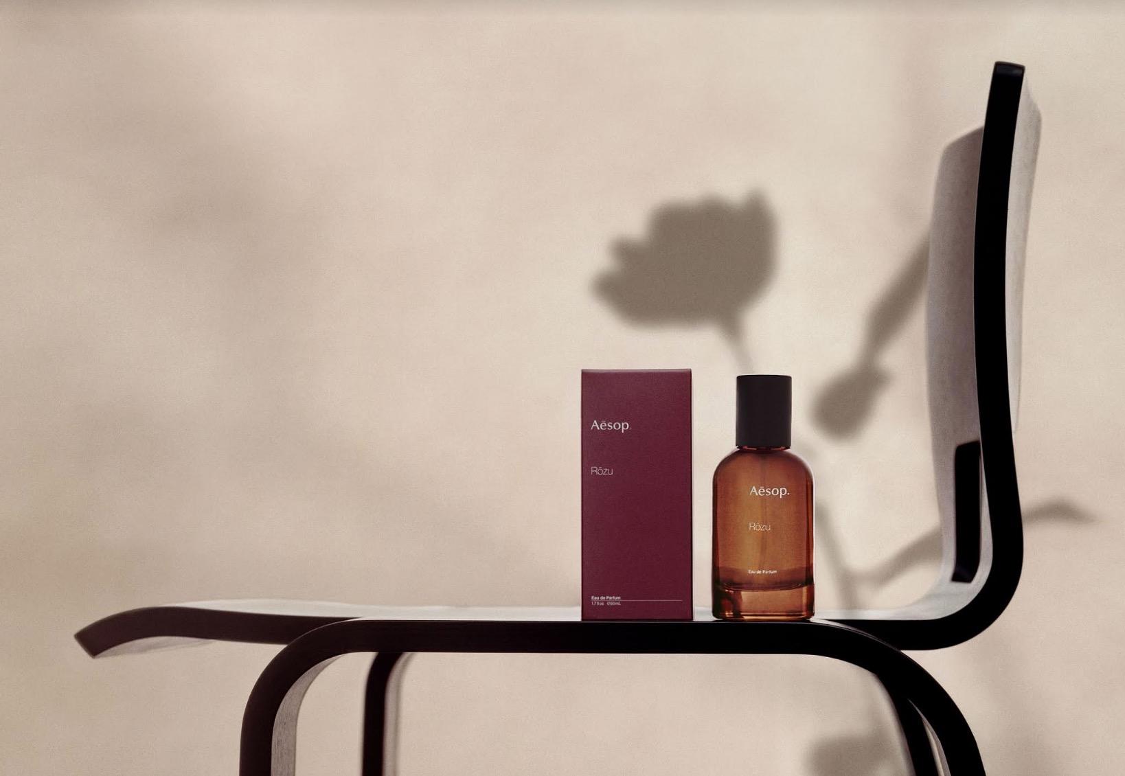 此款香水的氣味強烈而柔和,細微且廣闊,以優異的持香度,吸引不分性別的香氛愛好者。