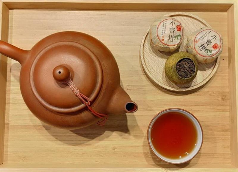 圖/「小青柑」如紅酒般深紅醇厚的湯色,隨著陳皮香氣的緩緩釋放,回喉清甜且不膩。(照片提供/木待制咖啡Cafe Mo)