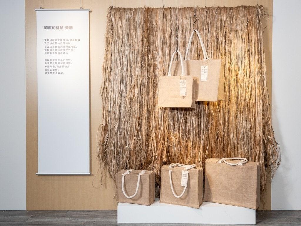 今年更將推出全新的黃麻材質,首推商品就是環保購物袋,分成A3、B5與A4 3種尺寸