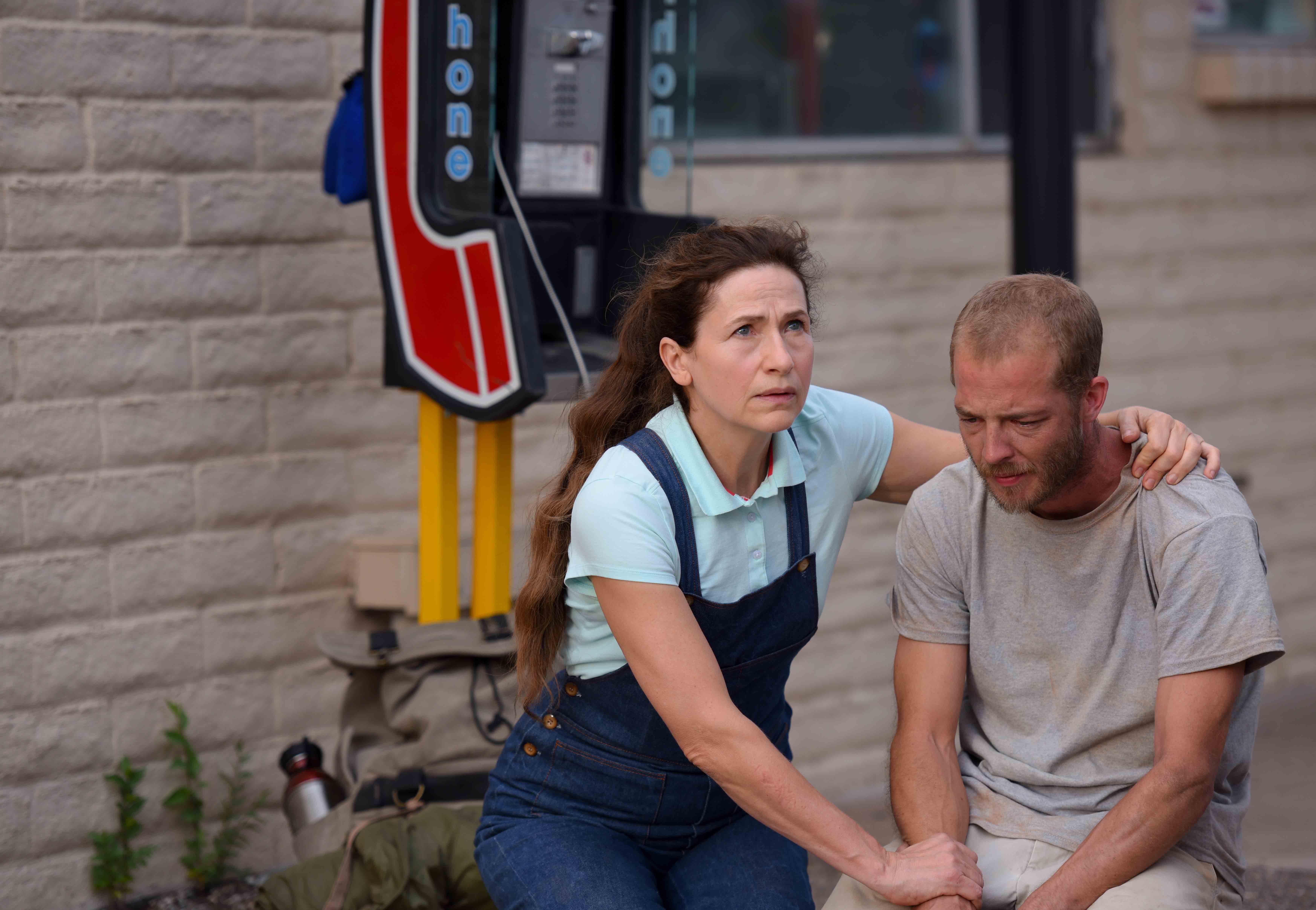 瑪麗布奈爾(左)不僅要克服語言的障礙,導演也刻意讓她處於隨時都會失敗的不安全感中,不時地調整鏡頭與排練,好讓她維持角色的脆弱感