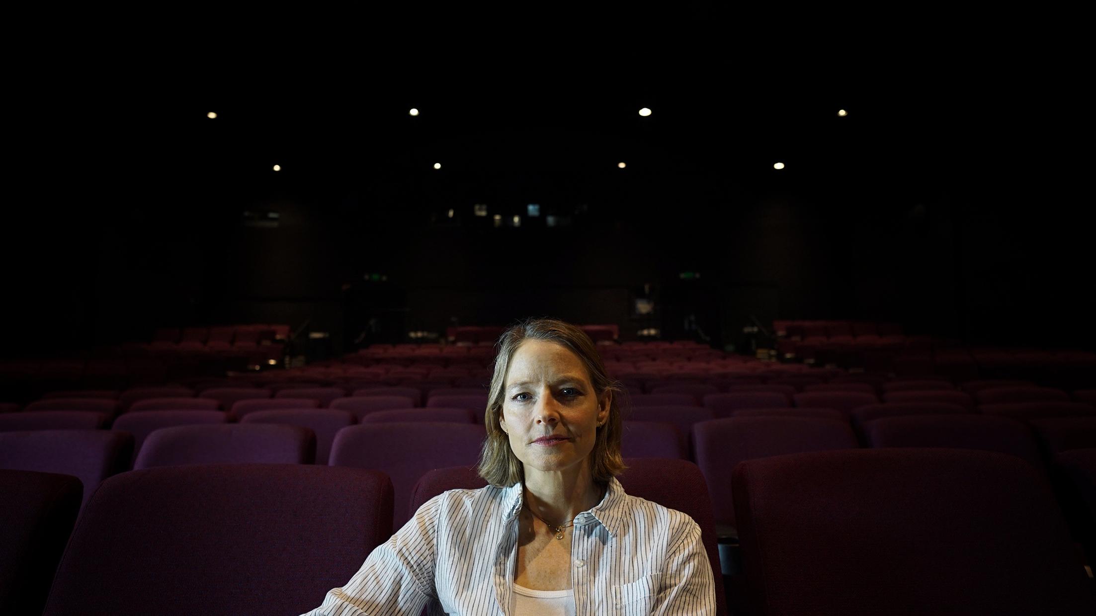 奧斯卡影后茱蒂佛斯特曾演出《沉默的羔羊》、《被告》等電影,於本片現身說法。