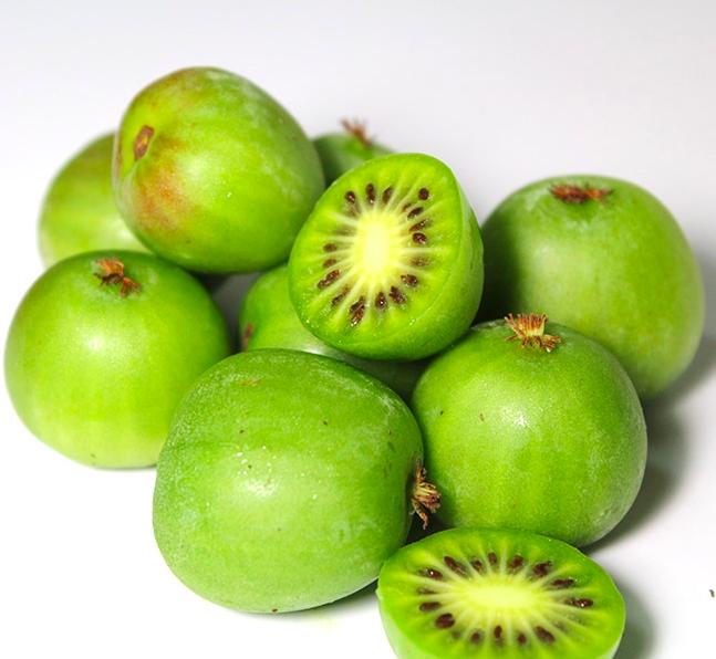 少了傳統奇異果的麻煩果皮、可以整顆直接吃下肚,酸甜口感超涮嘴,同時富含維他命C以及纖維質,增強抵抗力一定要來一點!
