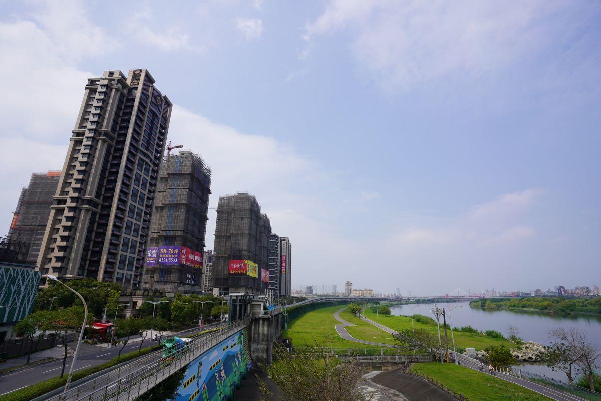 ▲新北市推案集中在重劃區,華中橋西側重劃區「遠雄百富」案量最大,標榜是重劃區最後一塊水岸第一排基地。
