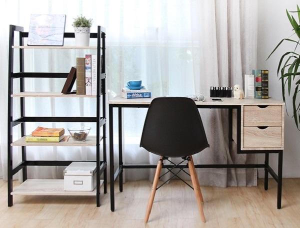 ▲工業風書桌實用又有個性,置物層架容量大,可隨時支援擴充設備。(圖片來源:Yahoo購物中心)