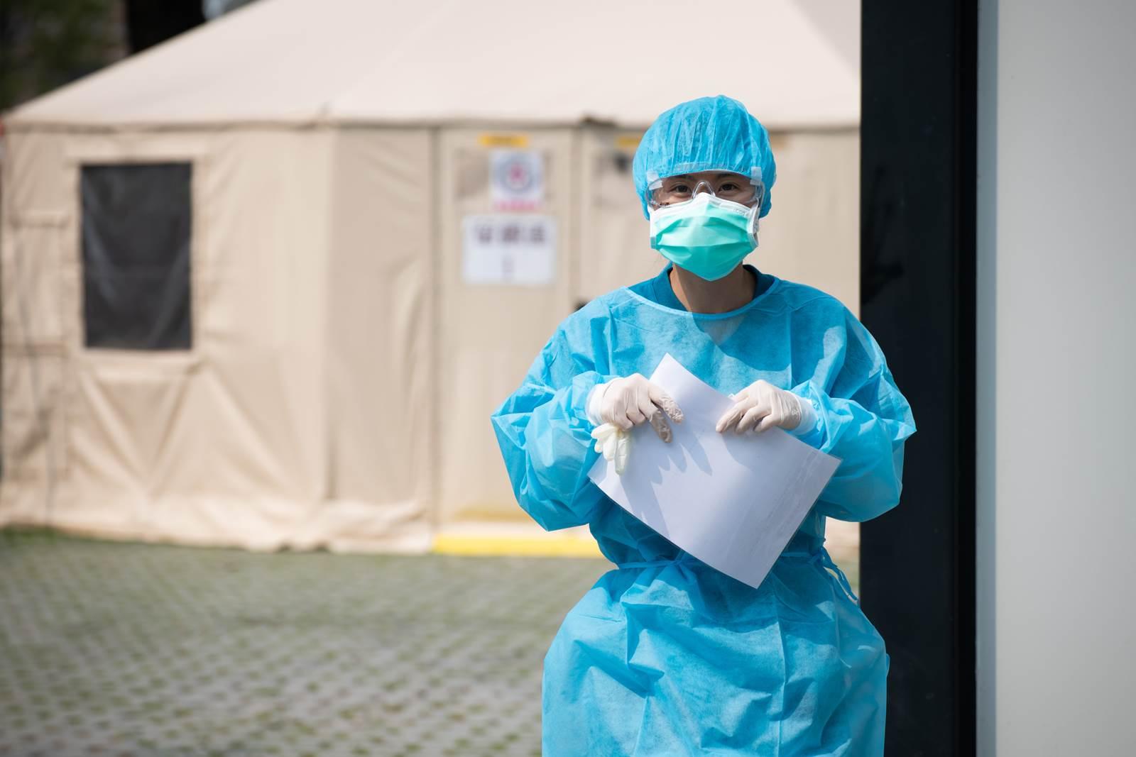 出現失去味覺、嗅覺等非典型症狀的新冠肺炎患者難以察覺。台南成大醫院主打科技防疫,藉過往經驗結合AI科技以篩出非典型症狀的患者。