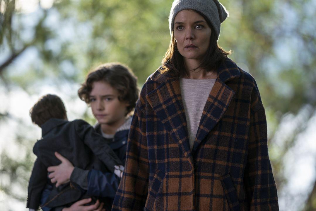 女主角前阿湯嫂凱蒂荷姆斯拍攝完直呼「家裡不敢再放陶瓷娃娃」