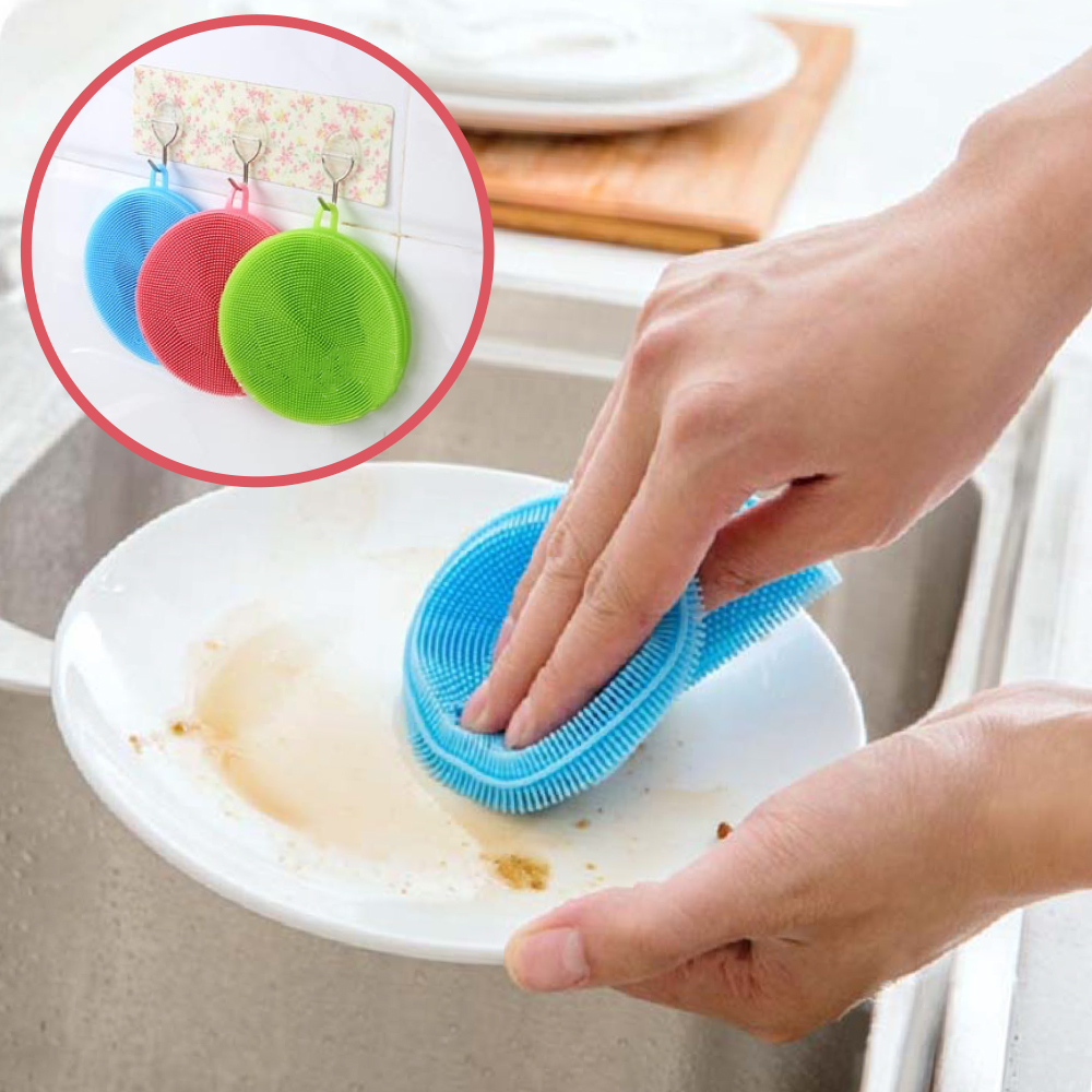 新的矽膠清潔刷採用跟奶嘴相同的材質,可以耐高溫用熱水殺菌,密集的刷毛能夠清除油膩的餐具