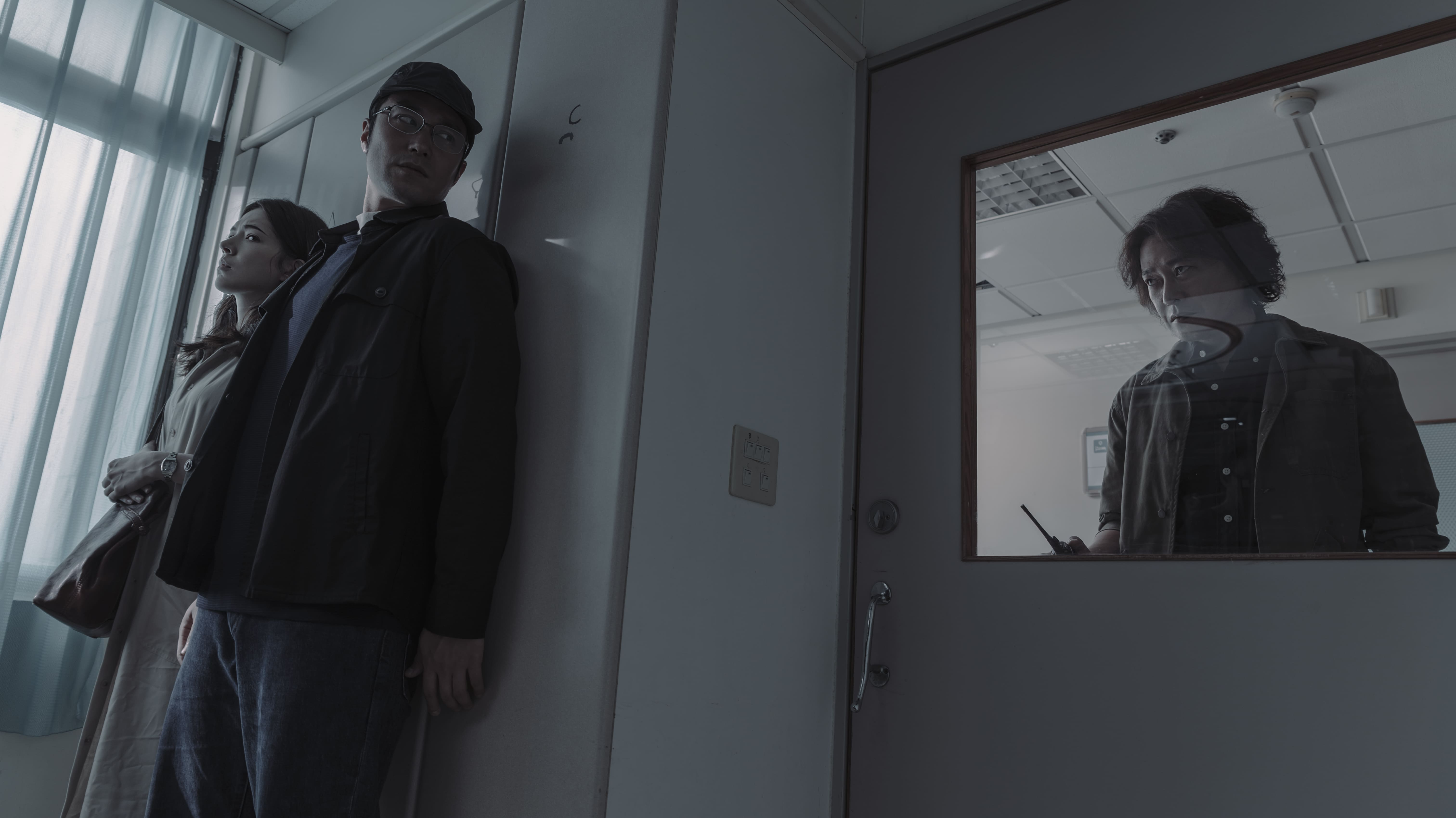 張孝全與許瑋甯在劇中組成另類拍檔,兩人背著刑警隊長王識賢秘密追查案情,過程險曝光行蹤