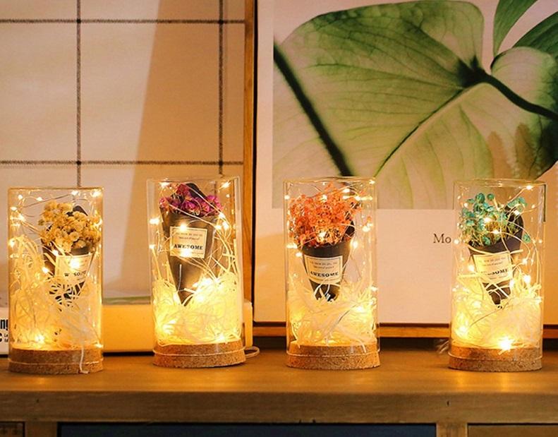 ▲乾燥花與星光點點,交織出玻璃罐滿溢的浪漫情調。(圖片來源:Yahoo購物中心)