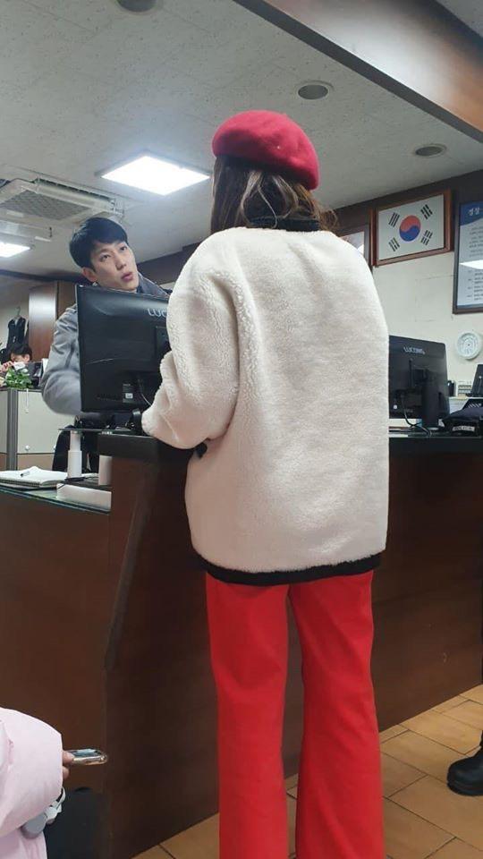 ▲心情鬱悶的四人因為被南韓帥警歐爸搭訕開撩,情緒瞬間放晴。