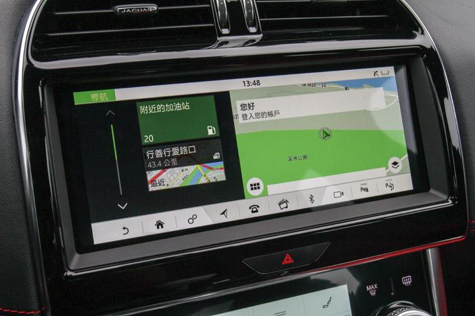 植入了車廠最新10吋Touch Pro Duo雙觸控螢幕介面。