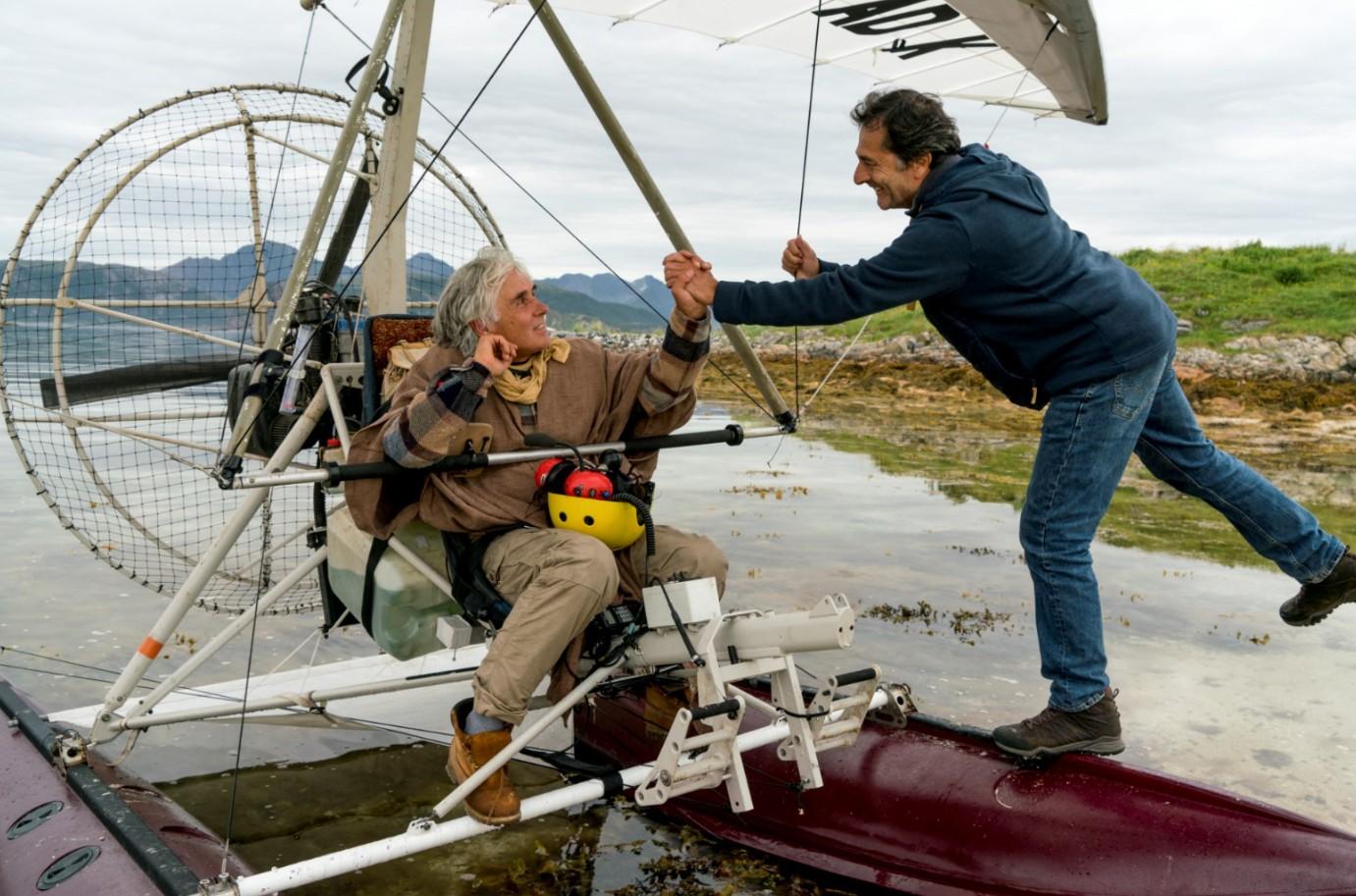 《迷雁返家路》雁鳥科學家柯斯提安(左)協助拍攝過程與劇組合作相當融洽