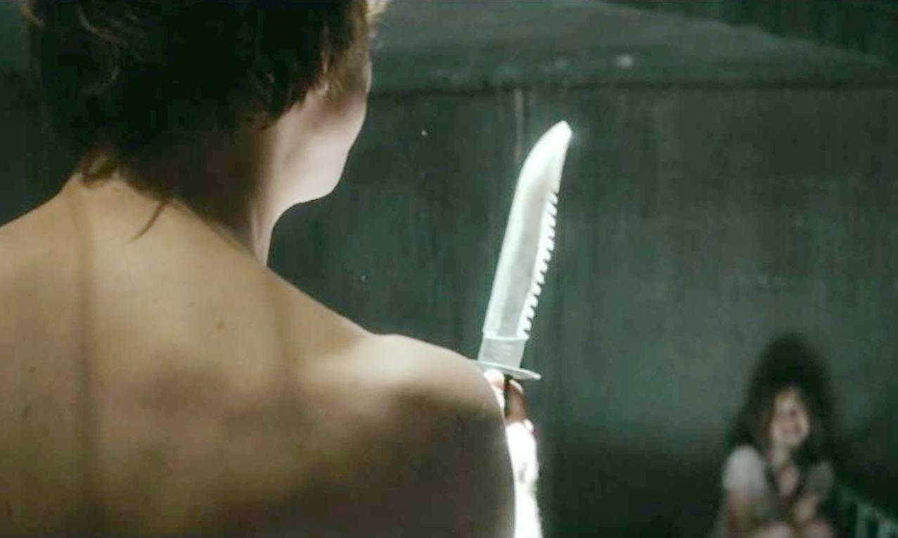 《抽尸剥茧》全片描述一场连环杀人案更暗藏救援线索,令观众从头到尾坐立难安、挡不住的背脊发凉