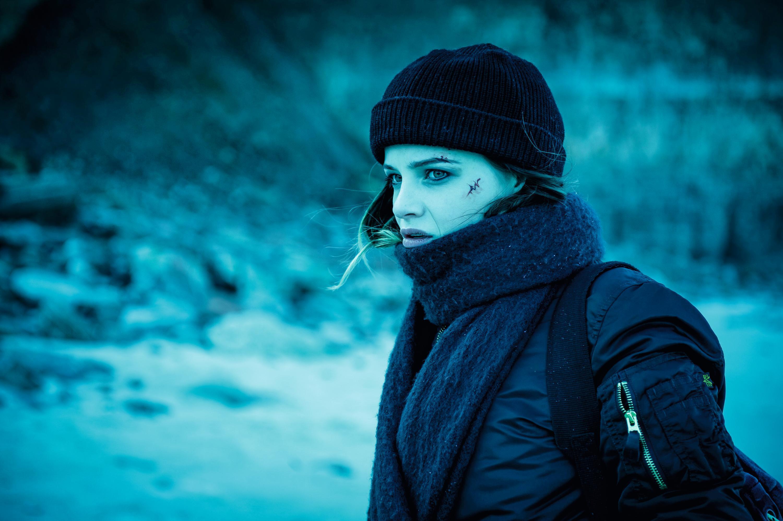 德国女星洁丝娜佛里兹鲍尔(Jasna Fritzi Bauer)《抽尸剥茧》饰演漫画家琳达 没持画笔 却持手术刀剖尸