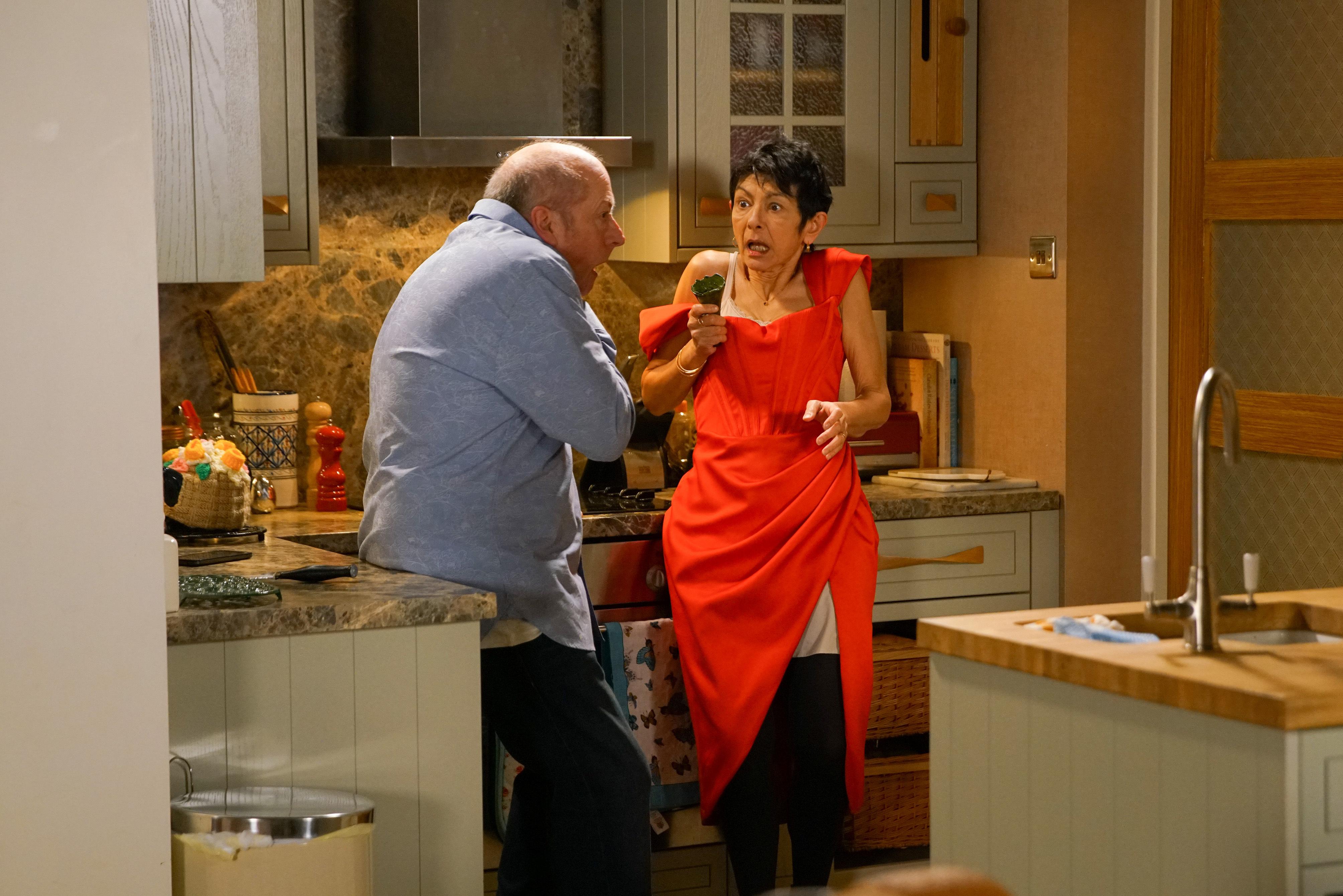 Geoff and Yasmeen in Corrie (ITV/Danielle Baguley)