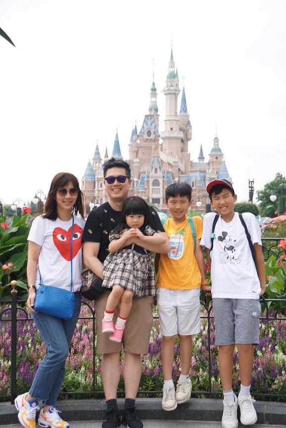 ▲黃文華喜歡利用假日,和全家人一起出國旅遊,共度幸福時光。