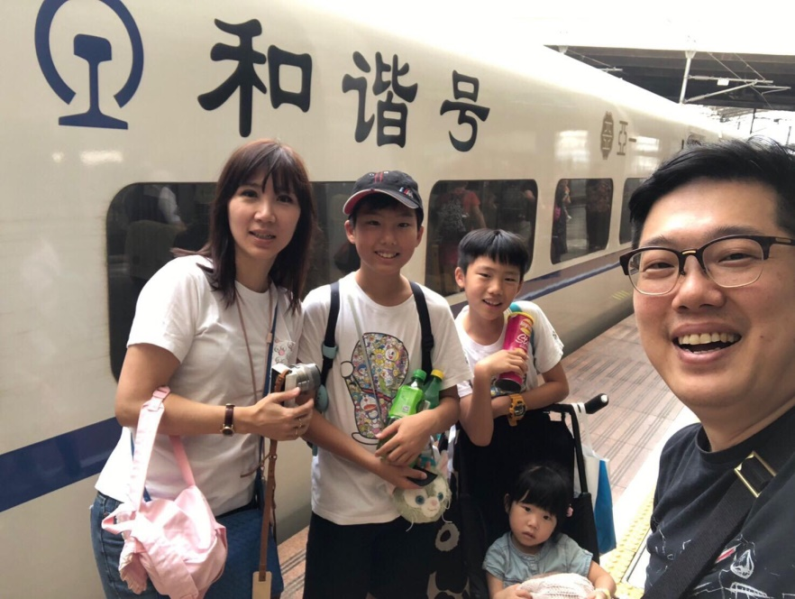 ▲黃文華喜歡和小孩一起做任何事,被老公形容是在「拉攏幫眾」。