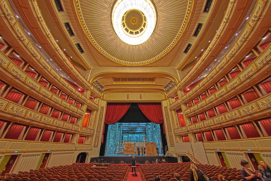 維也納國家歌劇院 (Photo by Steve Collis from Melbourne, Australia, License: CC BY 2.0, 圖片來源www.flickr.com/photos/swampa/8369841480)