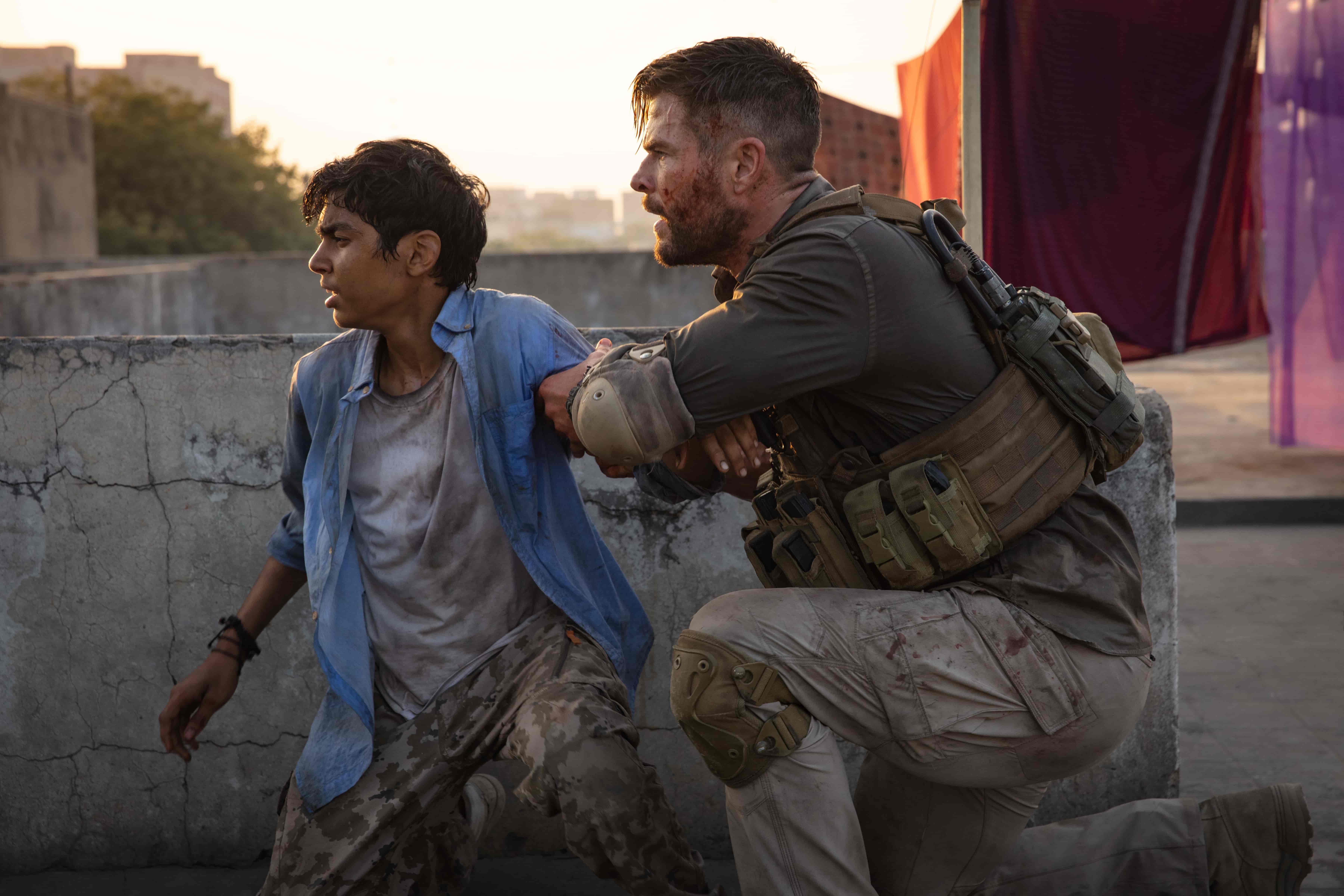 克里斯漢斯沃在《驚天營救》中為救出遭綁架的男孩,意外陷入富可敵國的兩大毒梟惡鬥之中,慘遭大規模封城圍捕