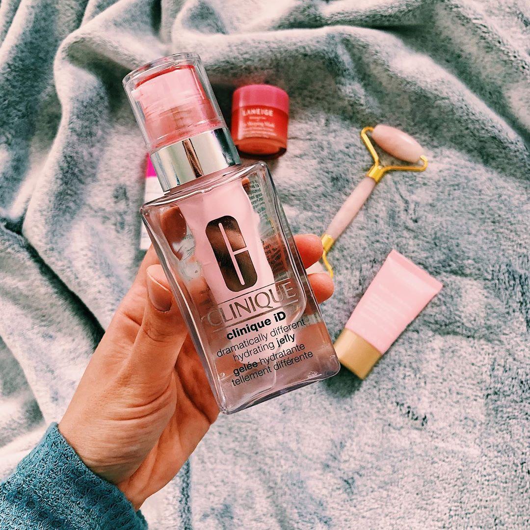 結合櫻花以及靜岡玉露能夠穩定並修護敏感肌膚,在肌膚容易因口罩而不穩定的情況下,讓妝效更加完整步易脫落!