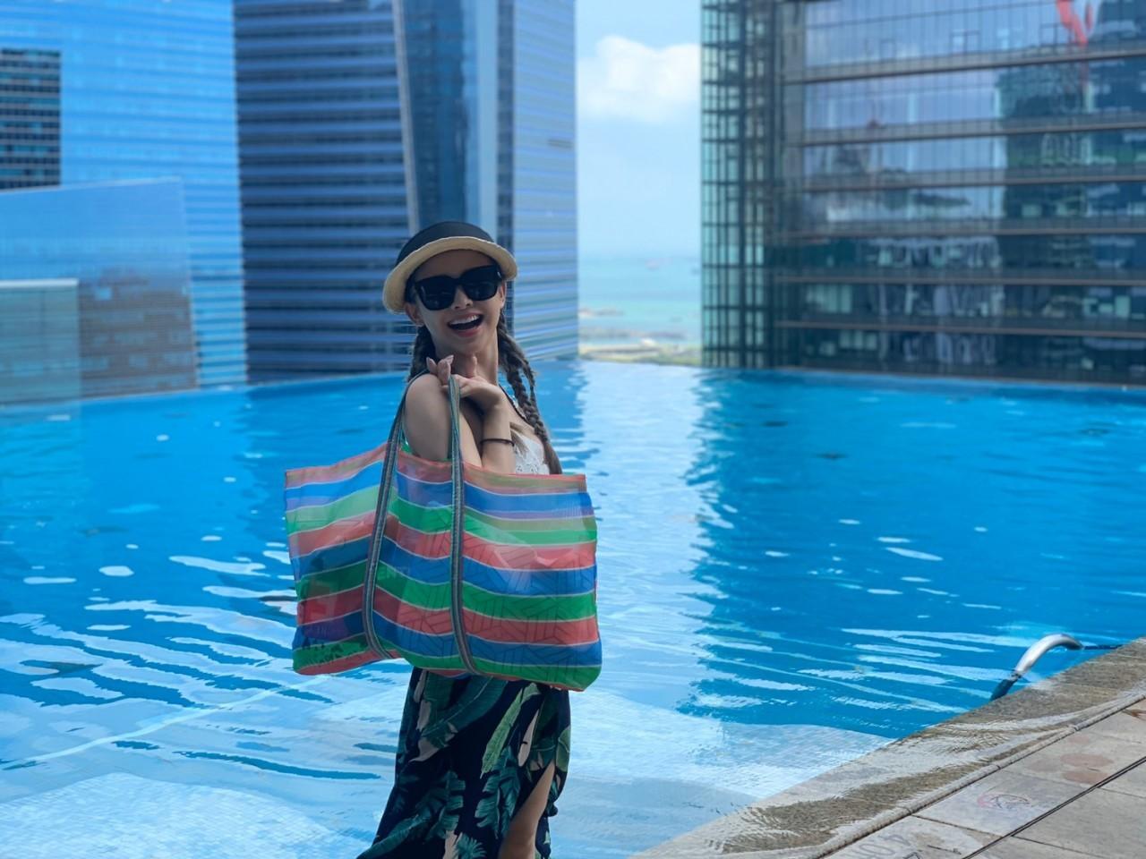 ▲吳婉君在新冠肺炎疫情前,與朋友一起出新加坡旅遊。