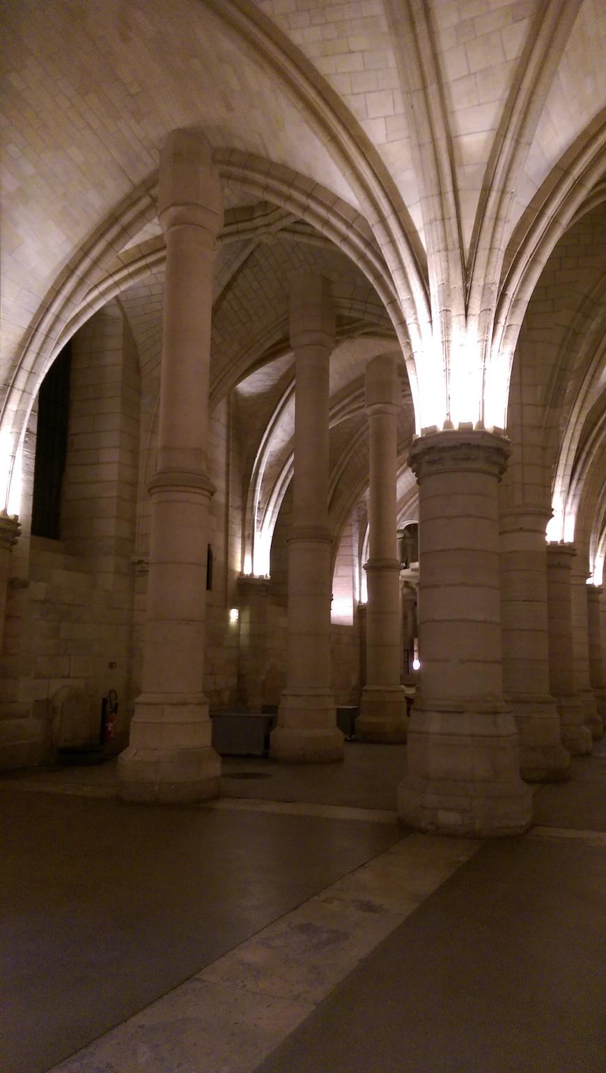 安靜而微涼的監獄拱廊(圖片來源:李珮宇)