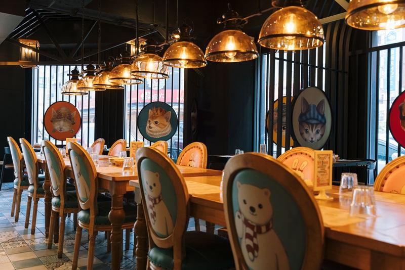 餐廳洋溢華麗的童話風格。攝影/Ray