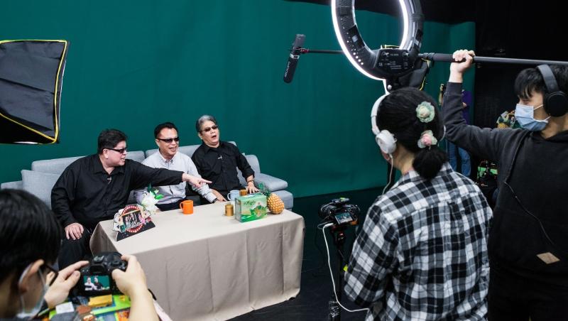 左起羅北安、翁章梁、李永豐,正在錄製《綠光返笑日》節目。 (攝影者:陳宗怡)