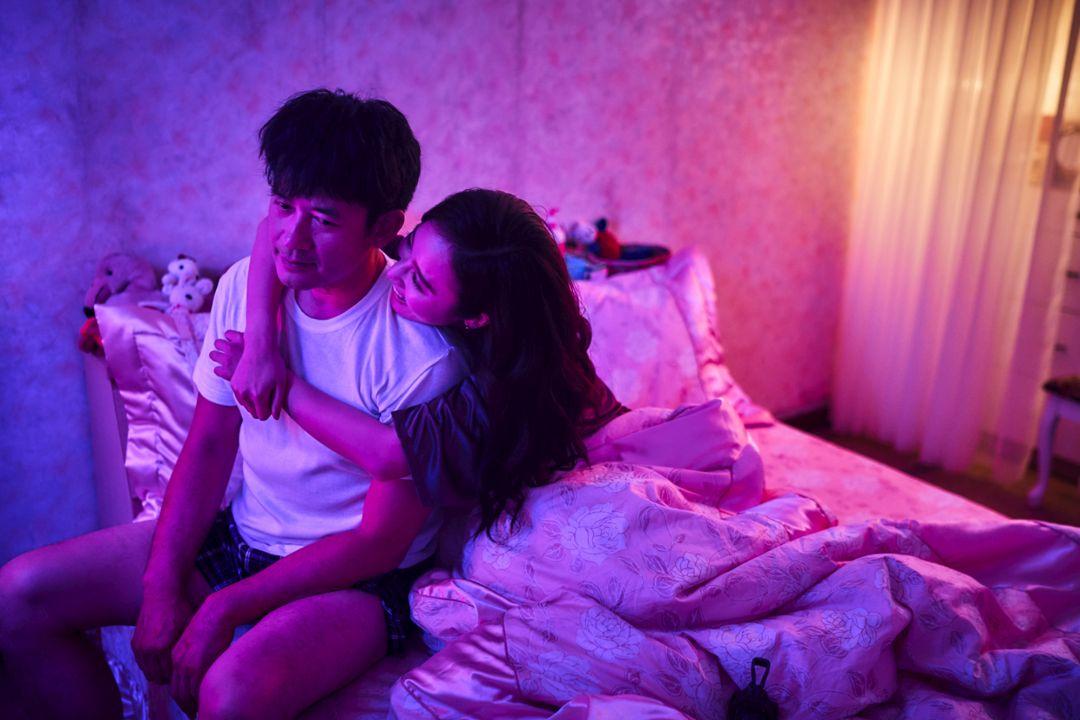 《做工的人》方宥心(右)挑戰性工作者角色,與柯叔元(左)有親密床戲_大慕影藝提供