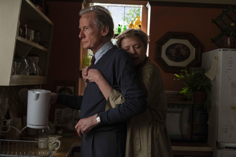 相較於片中兩人劍拔弩張的緊張關係,比爾(左)和安妮特(右)這兩位資深演員私底下可說是無話不談的好朋友