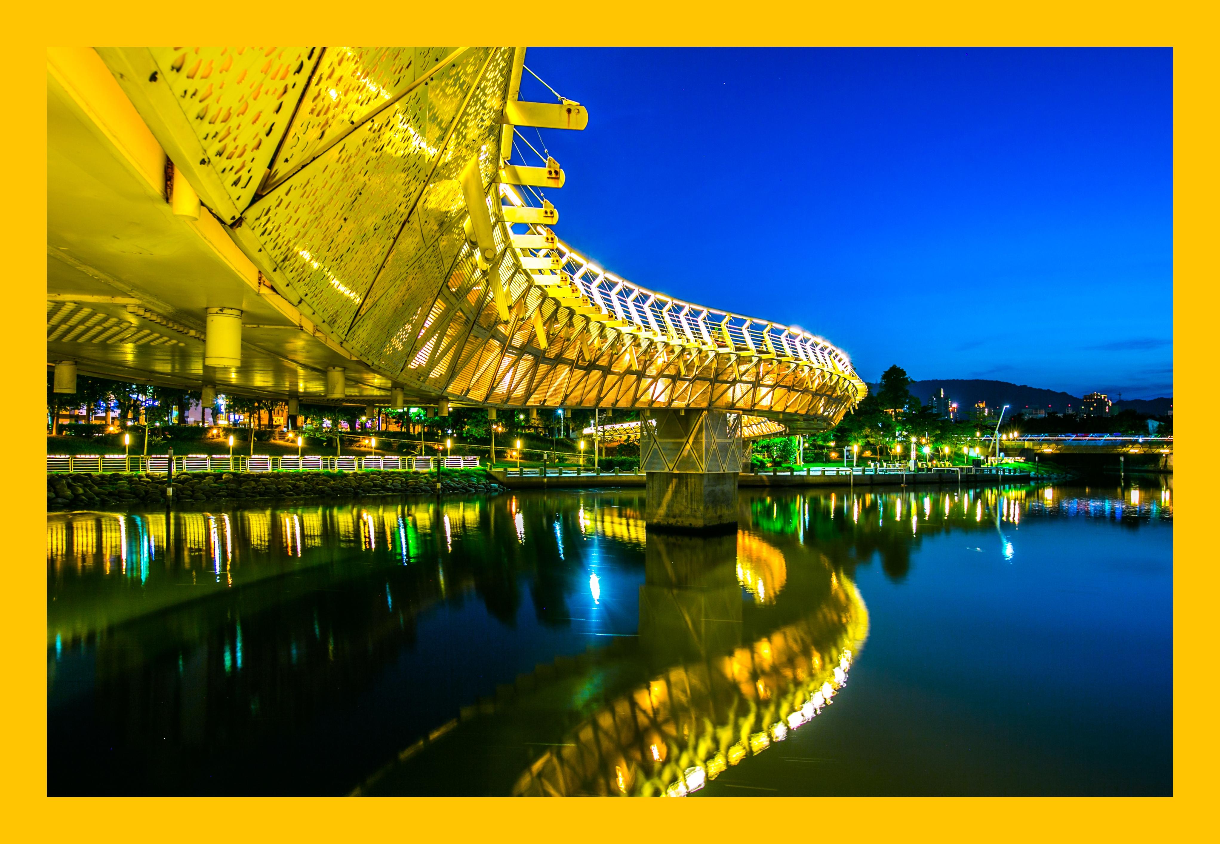 來到高雄一定要到愛河賞夜景、吃甜點(圖片提供/可樂旅遊)