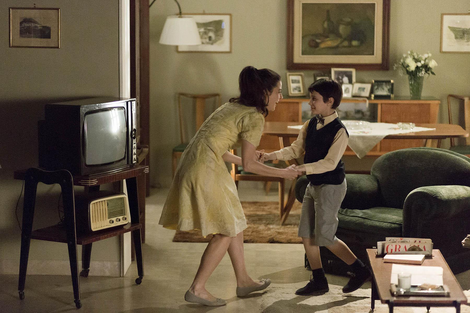 白色康乃馨《祝你有個甜美的夢》(義大利)是一個從小失去母親的成功男人故事