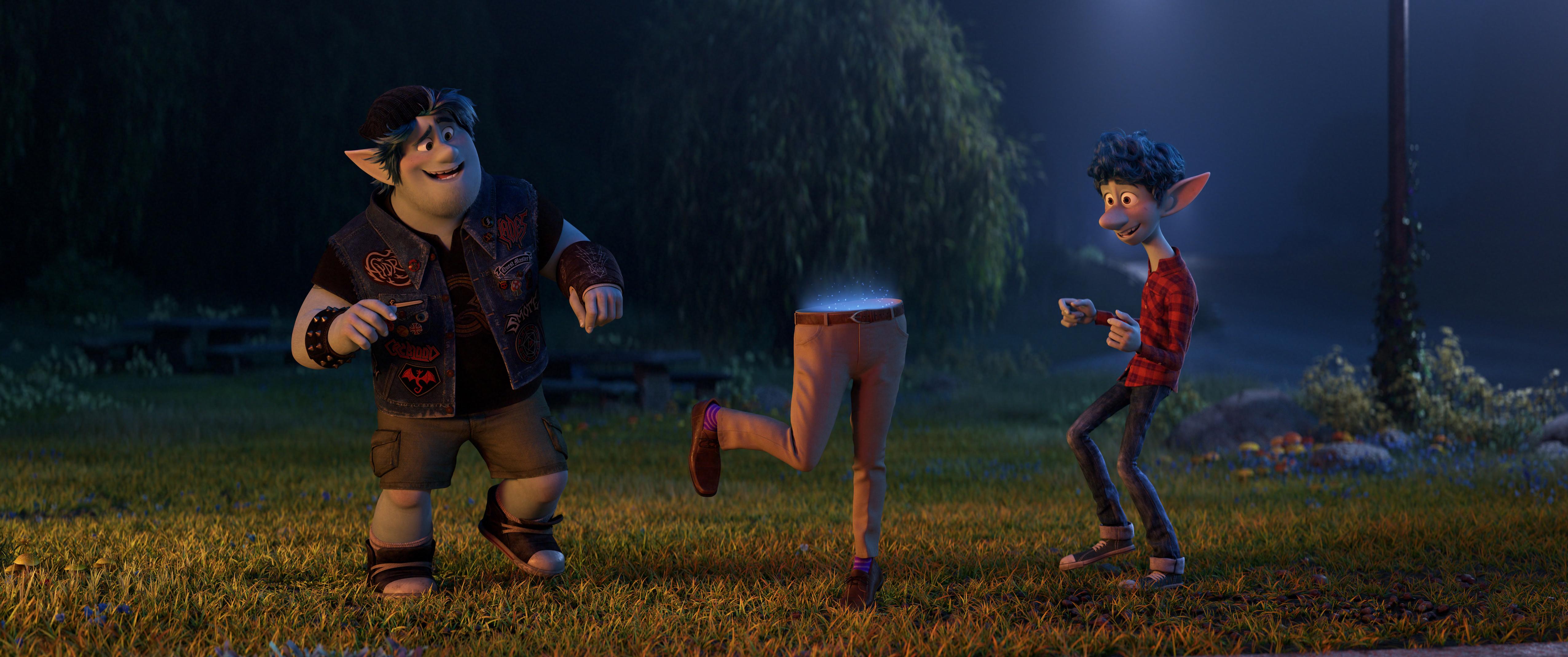 《1/2 的魔法》是皮克斯第22部動畫電影,講述了魔法世界裡讓人動容的親情故事。(迪士尼提供)