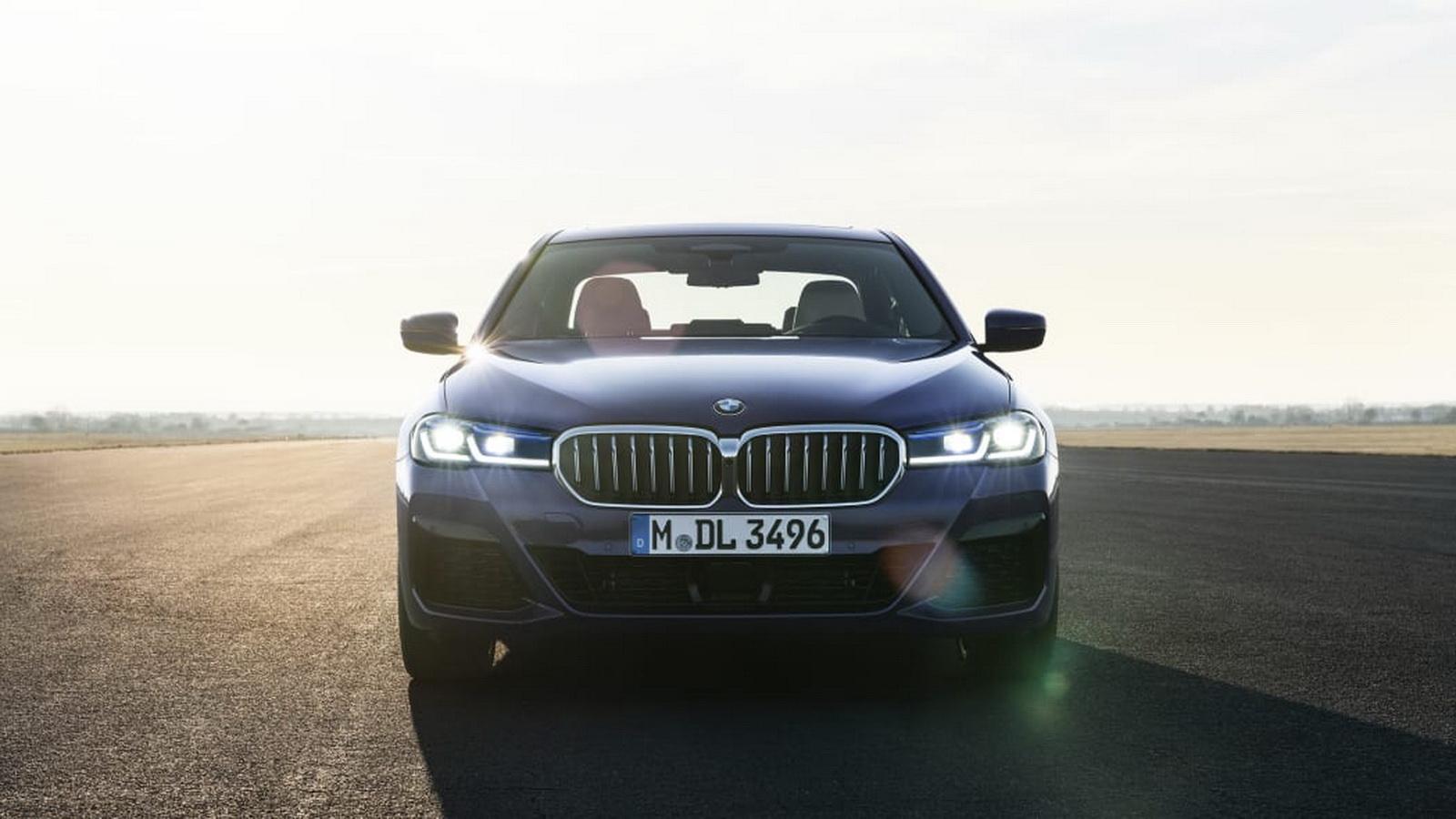 圖/2021 BMW 5系列車頭採用雙腎水箱護罩格柵設計,其他像是前大燈、車尾燈、前後保險槓…等皆經過重新設計。