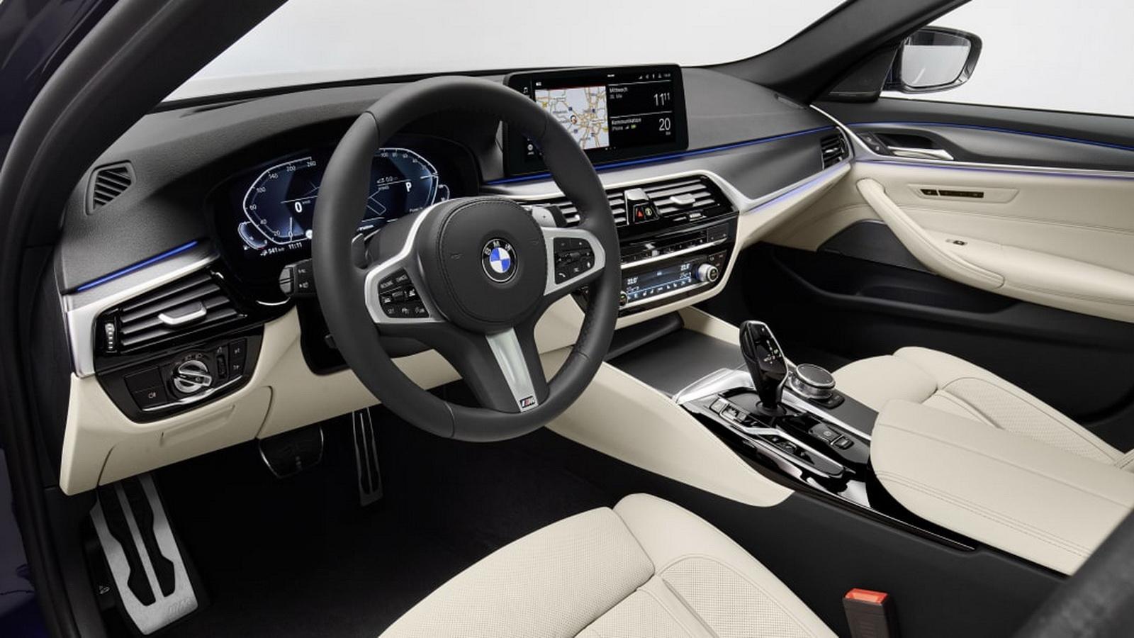 圖/內部座艙導入全新版本的語音助理IPA,只要對它說聲:Hey, BMW,就能輕鬆執行各種功能。