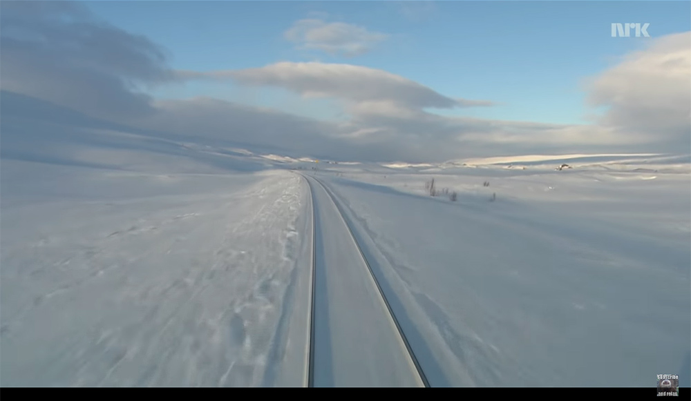 [9:56 Hours] Train Journey to the Norwegian Arctic Circle, WINTER [1080HD] SlowTV(圖片來源www.youtube.com/watch?v=3rDjPLvOShM&list=PLBNSj4twAXdLW44t7Z0fXLoedzXpHshec&index=8)