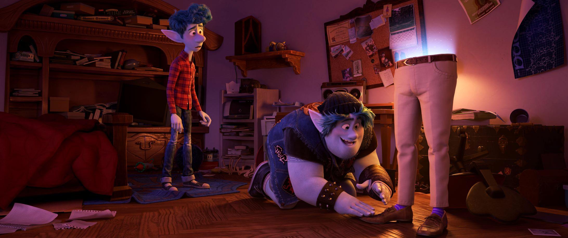 伊恩和巴利是對性格大不同的兄弟,卻對想見父親一面有著相同的渴望。(迪士尼提供)