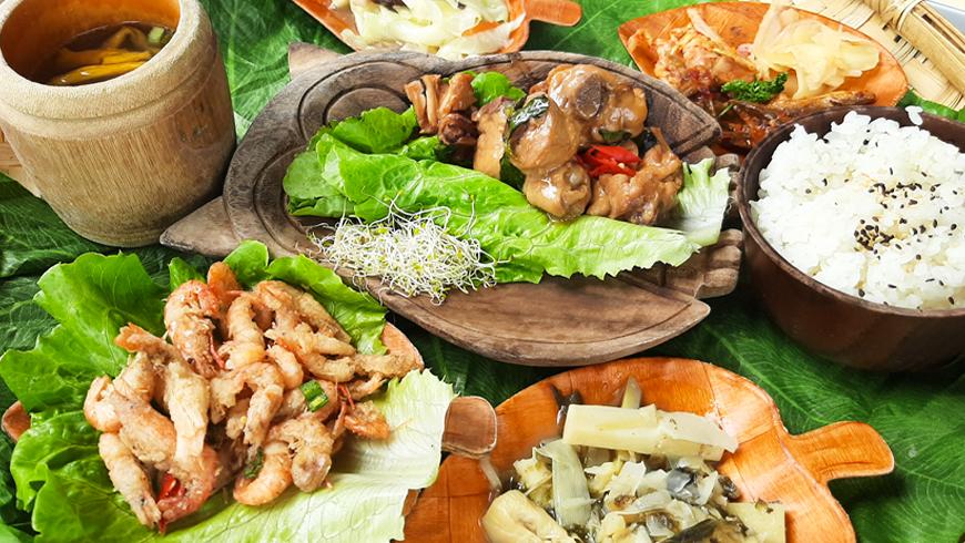 日月潭嗎啡館除了能享用美味邵族風味餐、還能遠眺湖景。(圖片來源:黃子芸)