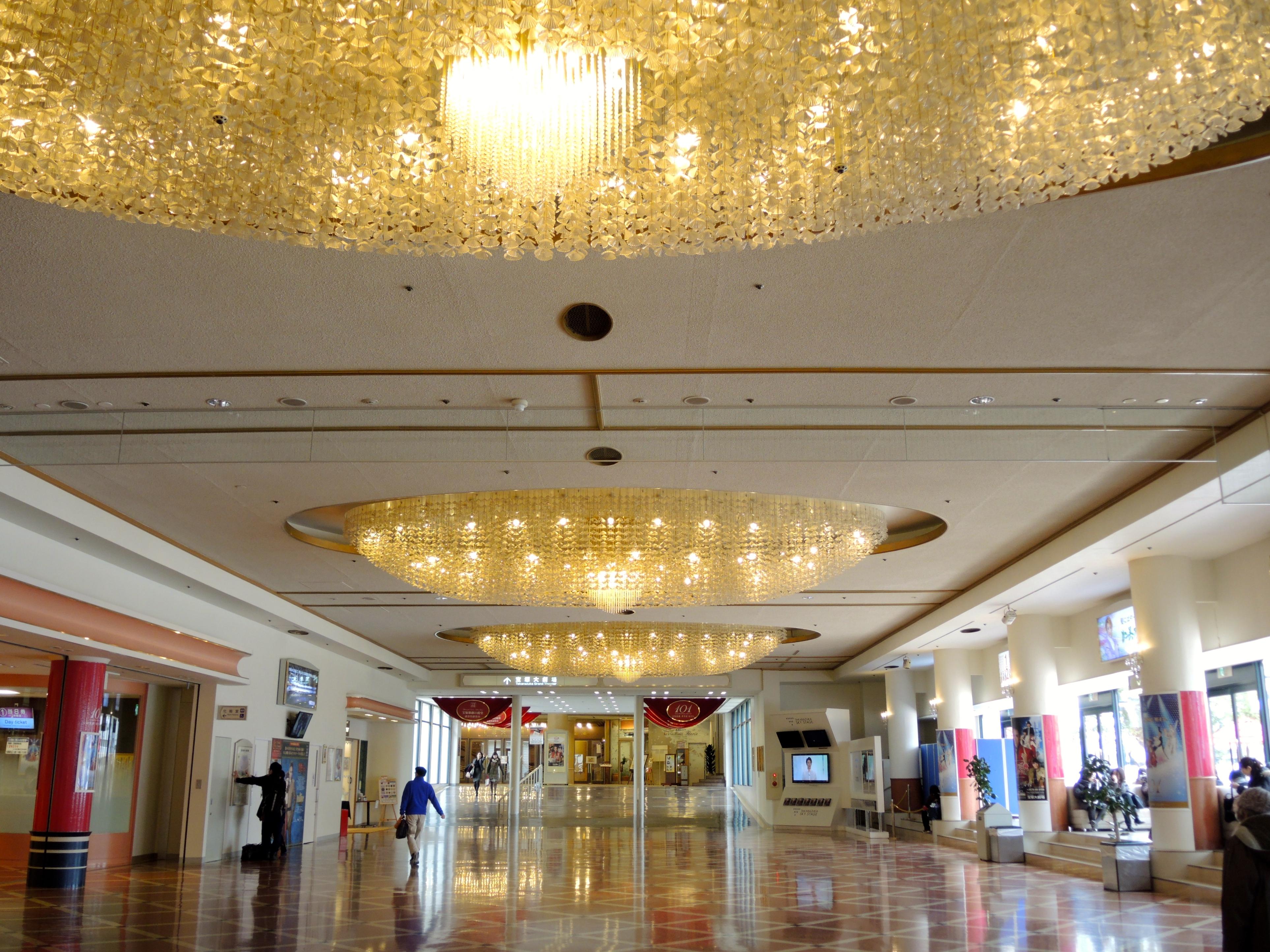 寶塚大劇場大廳(圖片來源:可樂旅遊 蕭若玫)