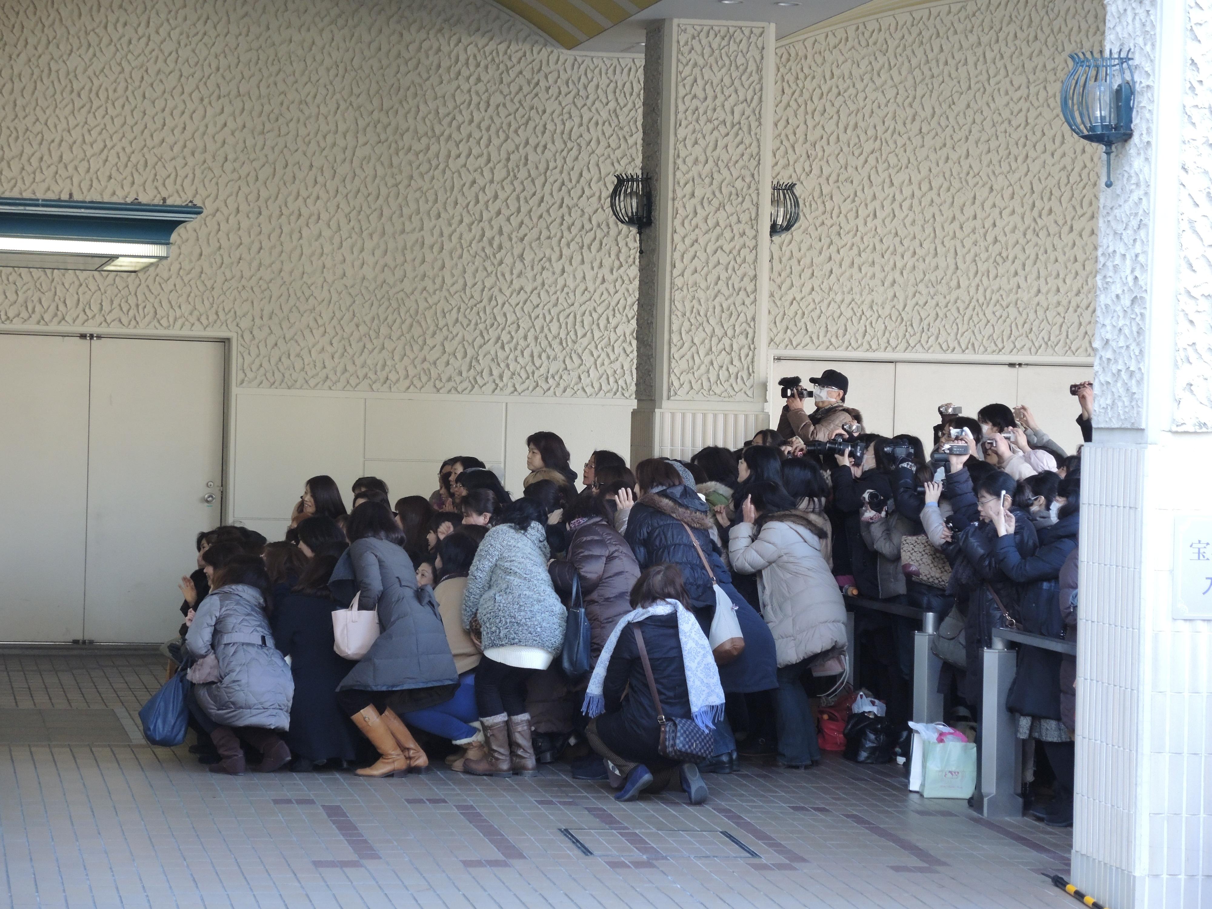 生徒出入待(圖片來源:可樂旅遊 蕭若玫)