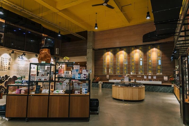 主場館內設有展覽區及體驗販售區。攝影/Ray