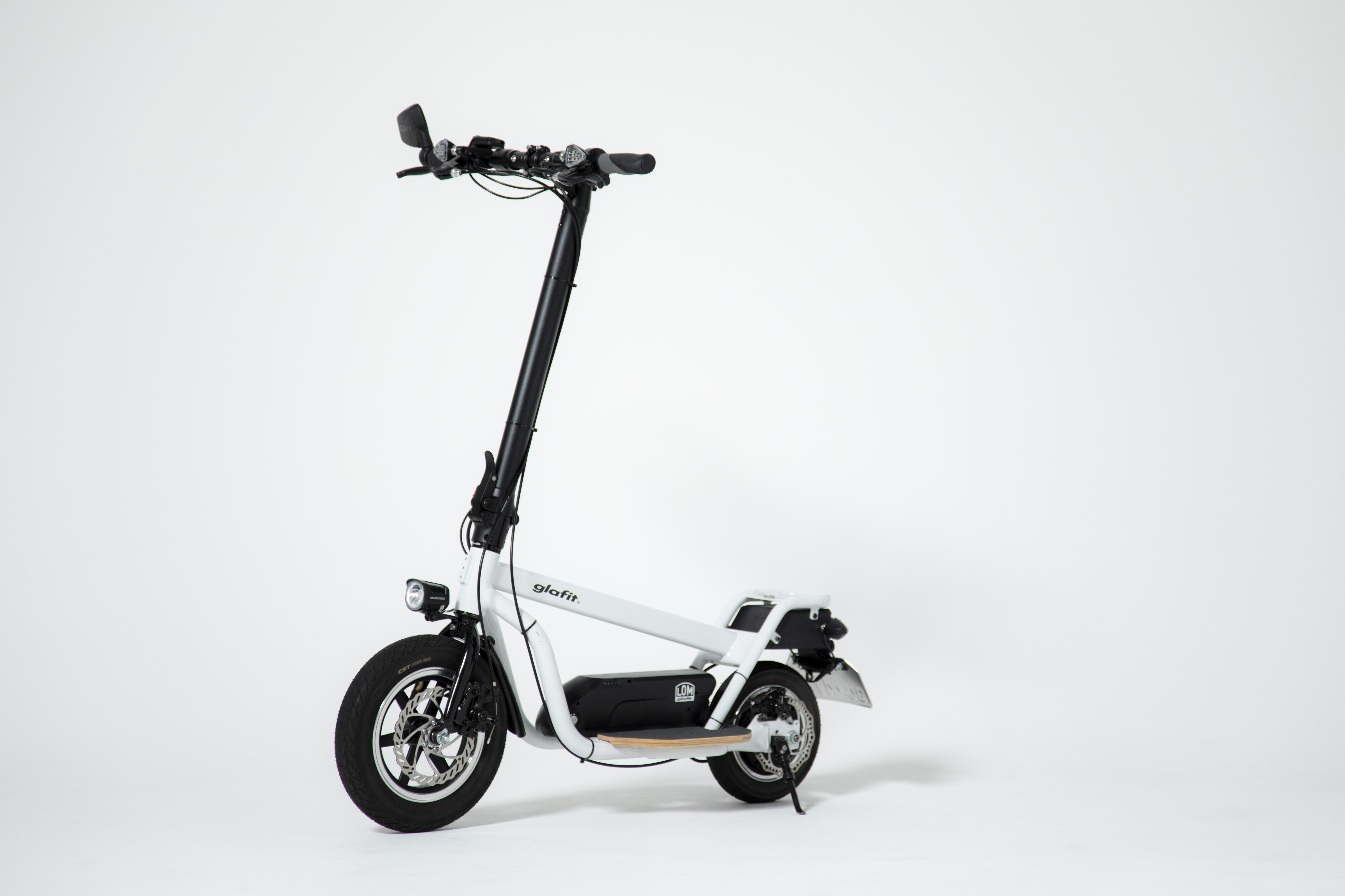 "Photo of Electric standing scooter "" X-SCOOTER LOM '' that can run on public roads Kurafan start-Engadget Japan version"