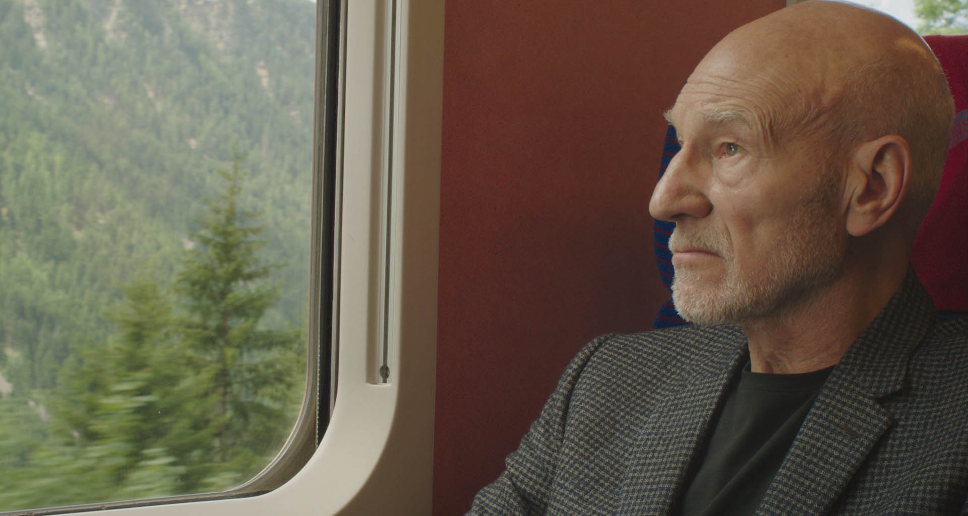 演戲超過半世紀的派屈克史都華更坦言,片中一場戲拍攝過程中竟讓他憶起恩師費雯麗