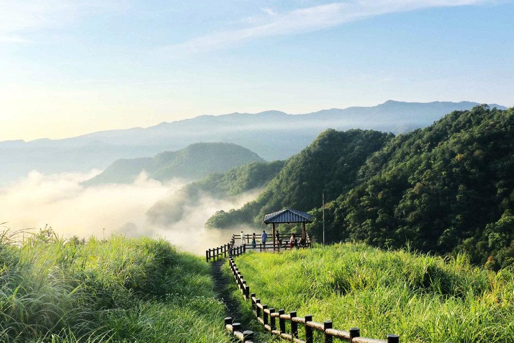 觀景平台凝望優美雲海(圖片來源:坪林區公所)