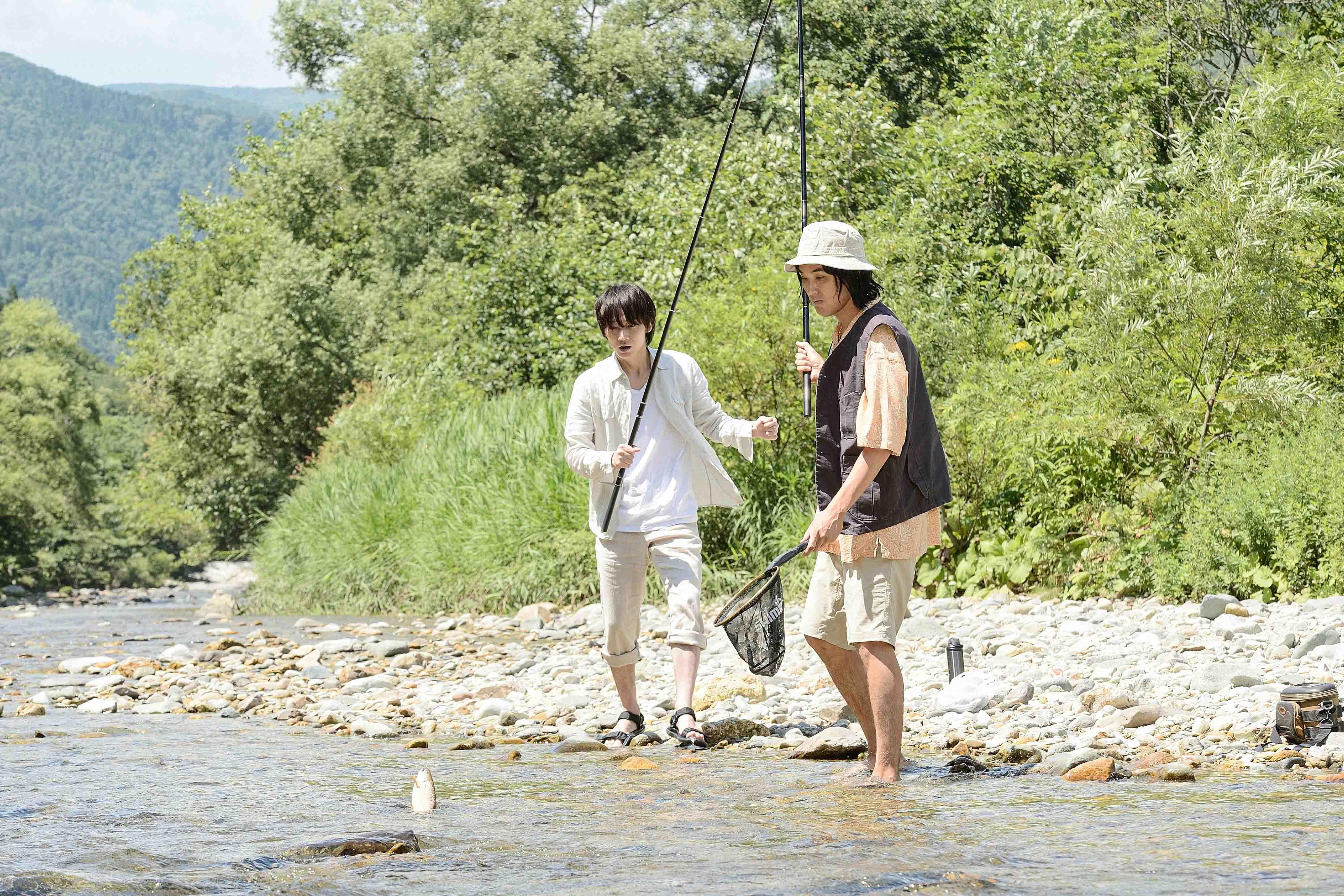 兩人有多場漫步在森林、恣意在大自然遊玩的戲,劇組在力求真實的同時也致力於環境保育,甚至找來當地電視台與漁民等七位達人,進行釣魚的監督與指導