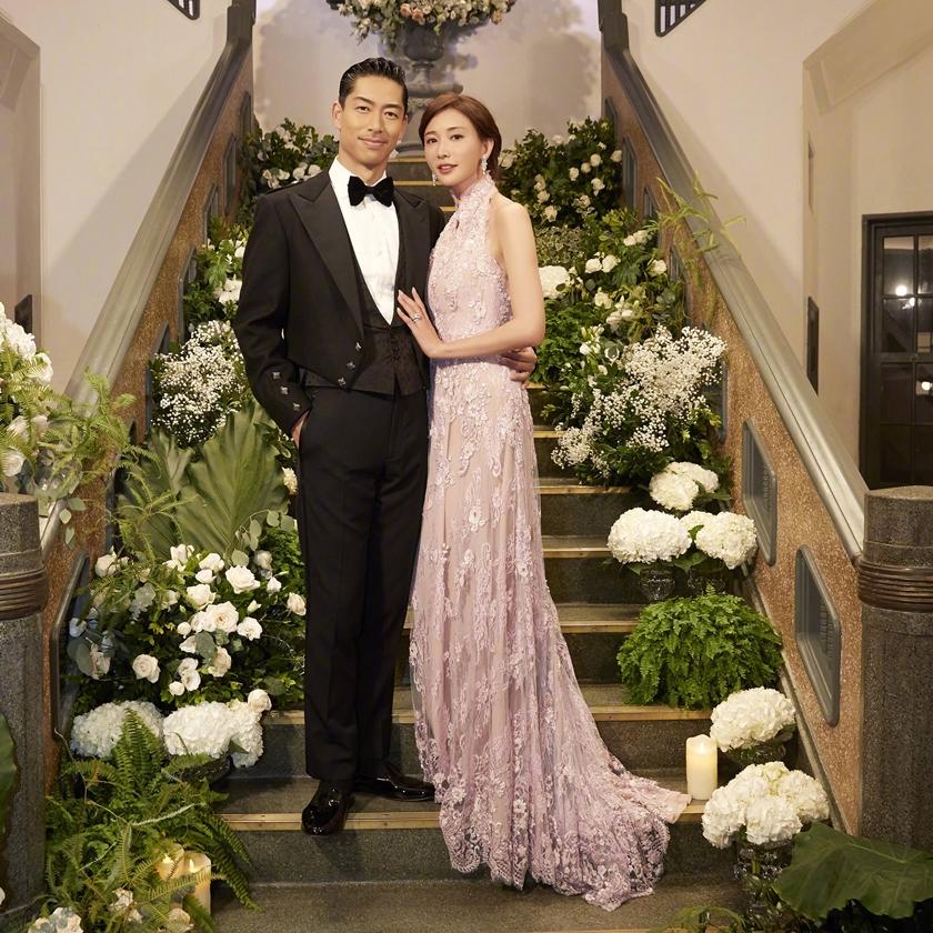 志玲姊姊婚宴時,也是選穿夏姿的禮服。
