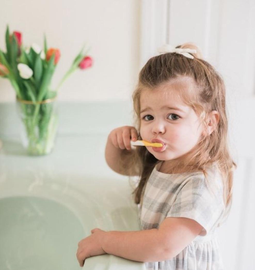 每天要刷幾次牙? 每天刷牙兩次以上,每次刷牙兩分鐘以上